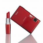 rdeč fotoaparat Nikon S80 in rdeča šminka