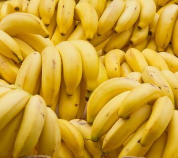 kup rumenih banan