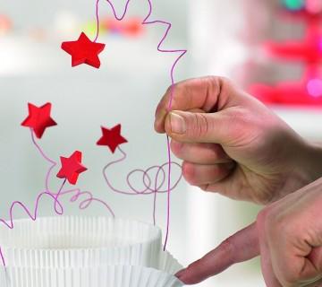 zataknite žičke med papir