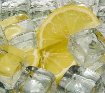 kocke ledu in limonine rezine