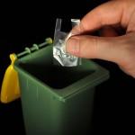 odlaganje minivrečke v mini zabojnik