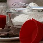 moka v skledi, čokolada, silikon za mafine, stepalnik