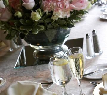 pogrinjek za poročni obed