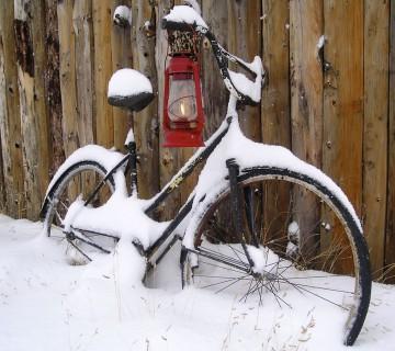 staro kolo v snegu