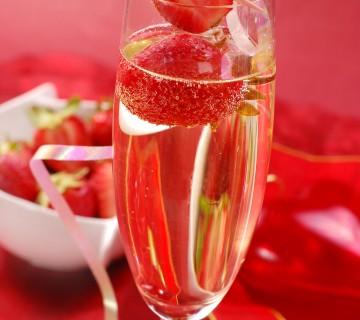 šampanjec bovla z jagodami