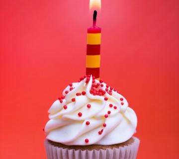 mini tortica za rojstni dan s svečko