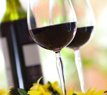 rdeče vino v kozarcu