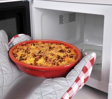 postavljanje posode v mikrovalovno pečico