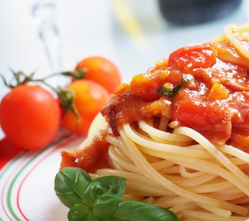 špageti s paradižnikovo omako