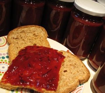 slivova marmelada z ingverjem in limeto
