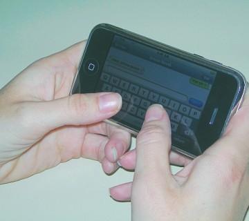 pisanje sporočila na mobilni telefon