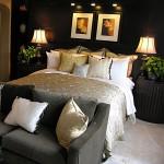 lepo pogrnjena postelja z blazinami