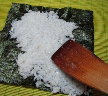nanašanje riža na nori
