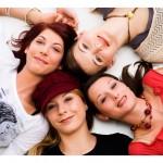 štiri nasmejane ženske