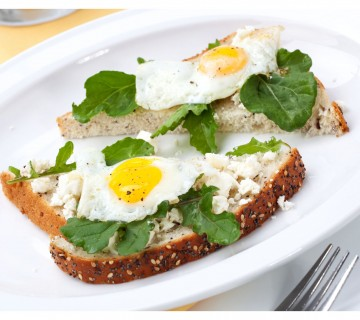 pečena jajca na posteljici