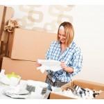 ženska pakira posodo