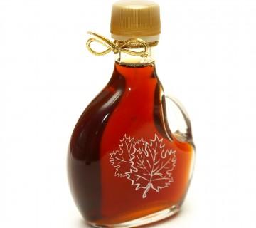 steklenička javorjevega sirupa