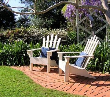 lesena vrtna stola