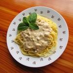 špageti z mandlji in lešniki
