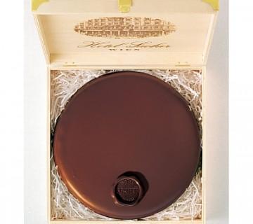 originalna Sacher torta v leseni škatli