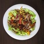piščančja solata z nektarinami in orehi
