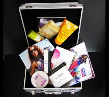 kozmetični kovček z izdelki Oriflame