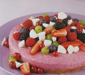 torta z jagodičjem in kislo smetano
