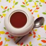 šipkova marmelada s cimetom v skodelici