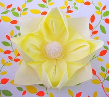 zlaganje prtičkov: cvet lotosa