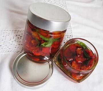 sušen paradižnik v oljčnem olju v kozarcu
