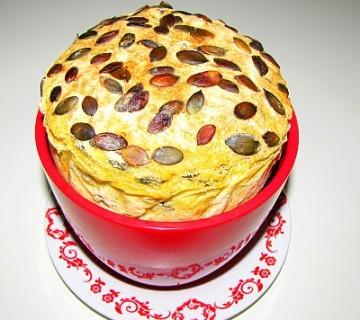 koruzni kruh z bučnicami, pečen v cvetličnem lončku