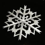 snežinka iz srebrnega papirja