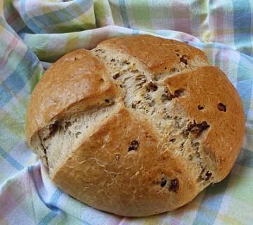 pirin kruh s parmezanom in orehi