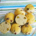kruhki s pistacijami in stopljenim sirom