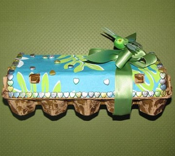 zlato-zeleno.modro okrašek karton za jajca