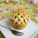 jabolčna pita v jabolku