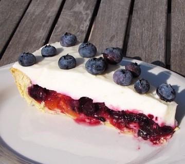 breskovo borovničeva pita z jogurtovo peno