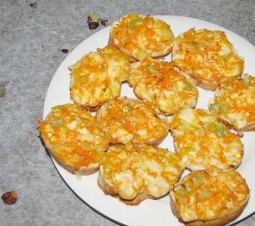 kruhki s korenčkom in mocarelo