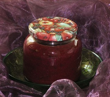 slivova marmelada z orehi v kozarčku