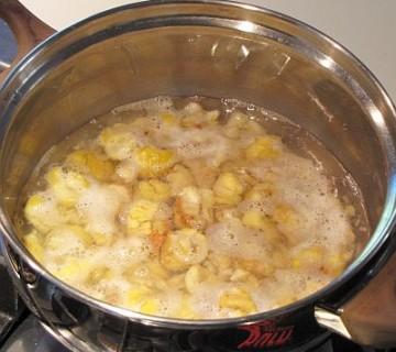 kuhanje že pečenih olupljenih kostanjev