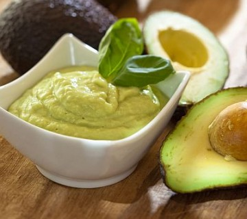 guacamole in avokado
