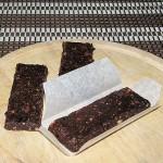 energijske ploščice s slivami in lešniki