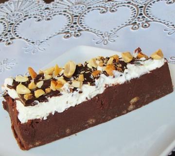 čokoladna pita z arašidovim maslom brez peke
